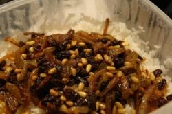 אורז בבצל וצימוקים